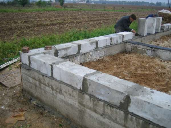 Дома из пенобетона Особенности пенобетонных блоков Проектирование и выбор кладочного раствора Устройство подвала и фундамента